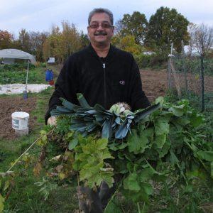 Gérard les légumes à la main