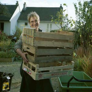 Wilma portant des caisses